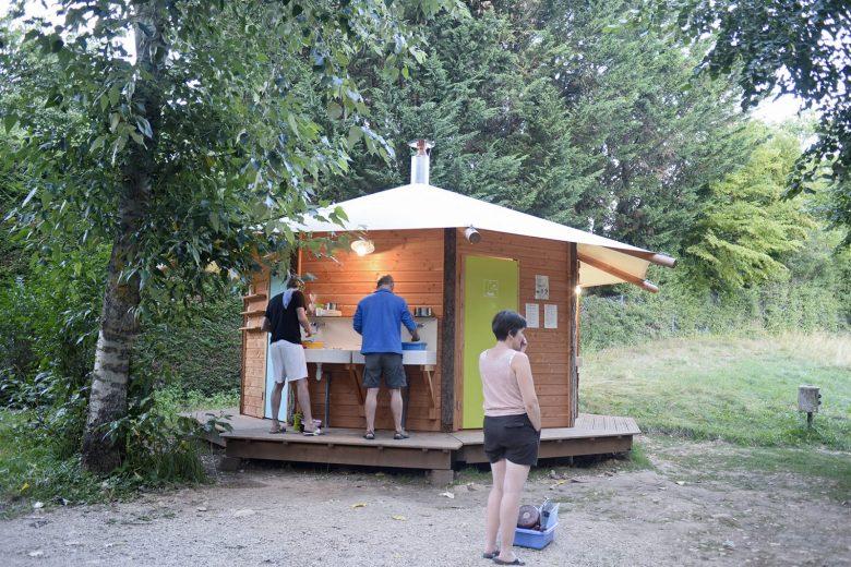 Point d'eau au Camping Huttopia de Divonne les Bains