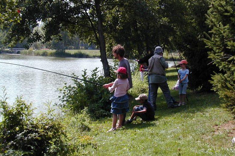 Pêche en famille à l'étang de Cessy