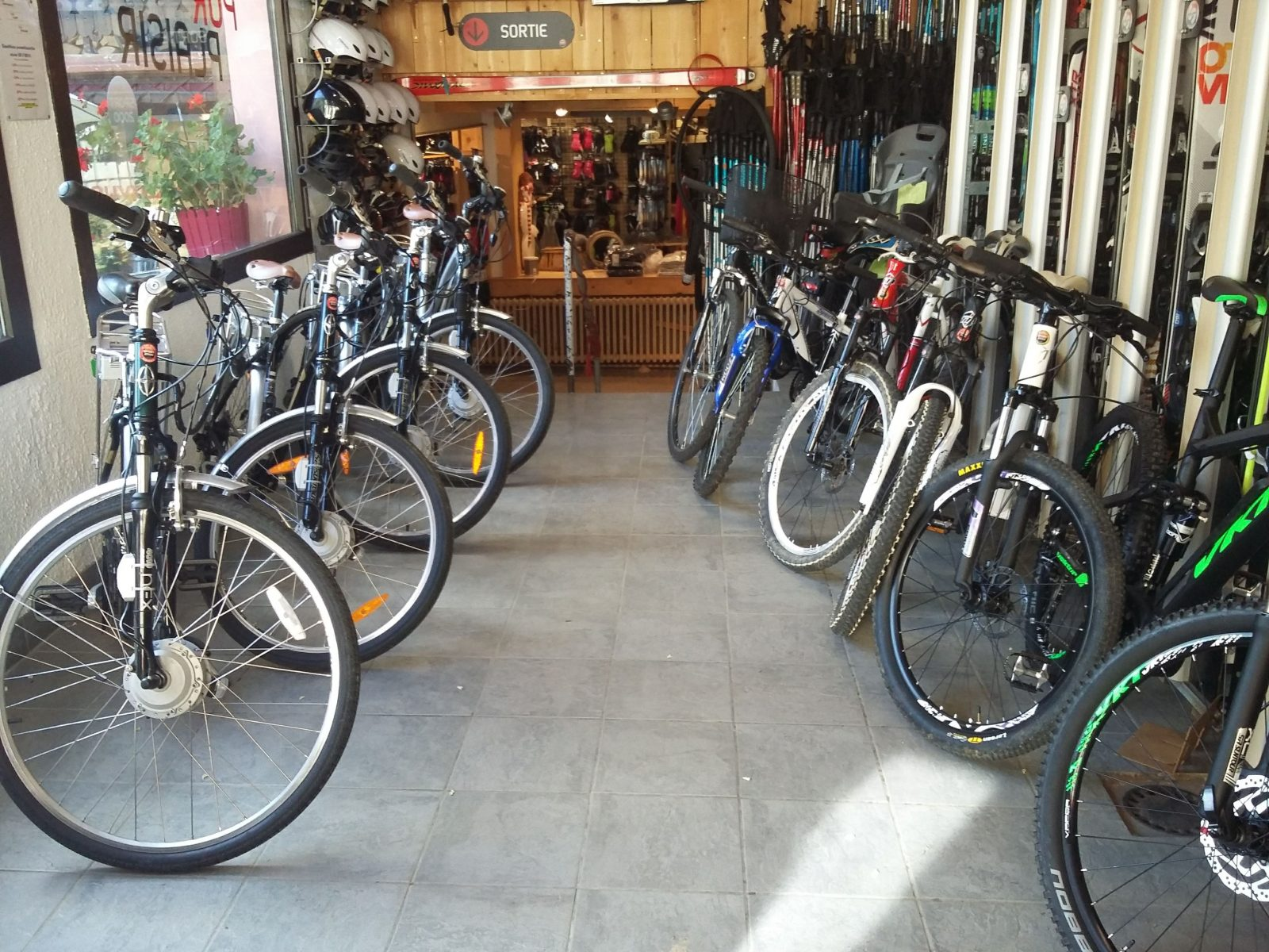 Le Tiapi Sports Mijoux intérieur