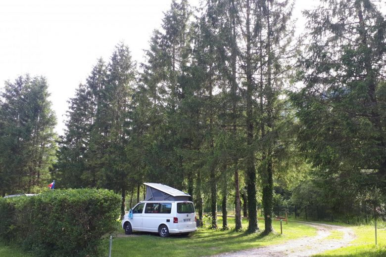 Emplacement camping Le Valserine